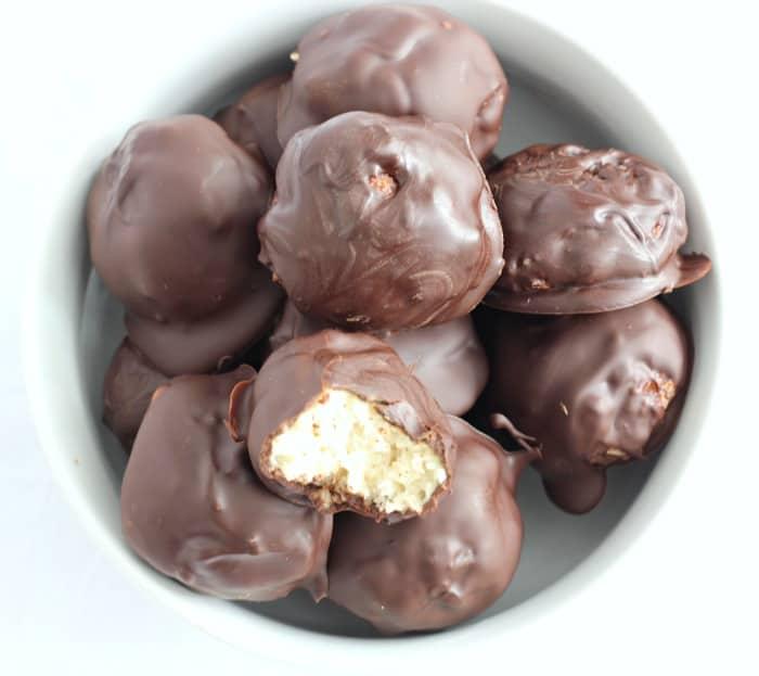 Chocolate coconut macaroons 4