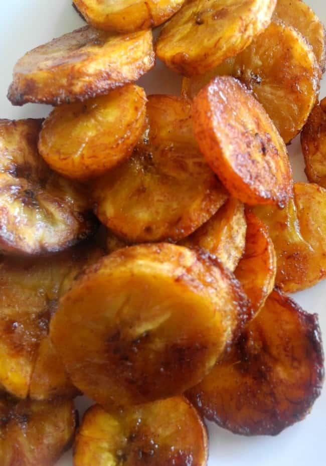 Sweet Caramel Cinnamon Baked Plantains #paleo #vegan