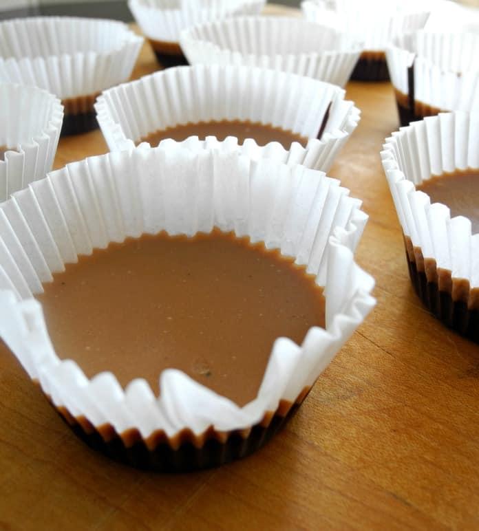 Chocolate Caramel Fudge Cups Paleo & Vegan @paleorunmomma