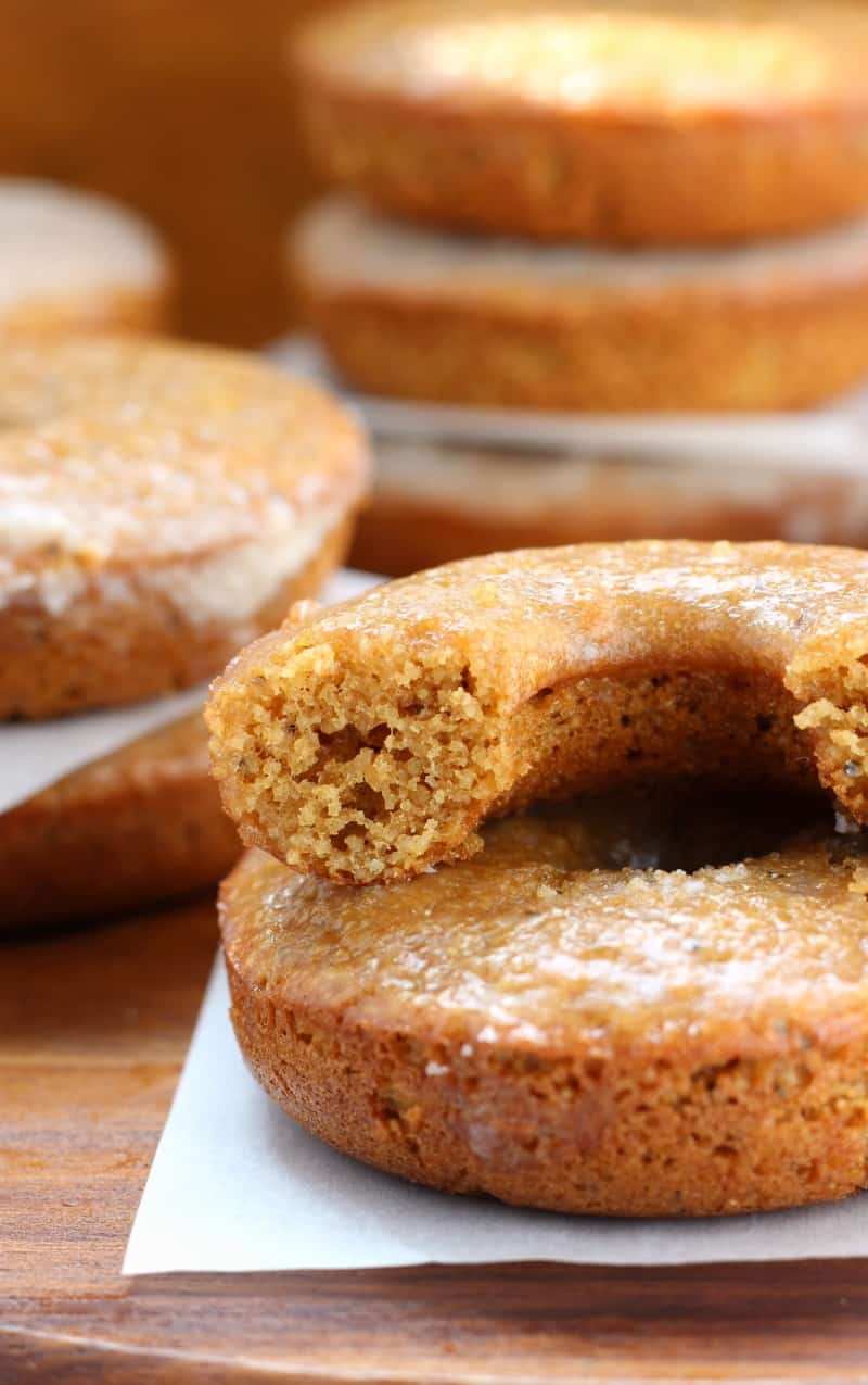 Paleo Lemon Poppy seed baked glazed Donuts that are easy and healthy! #glutenfree