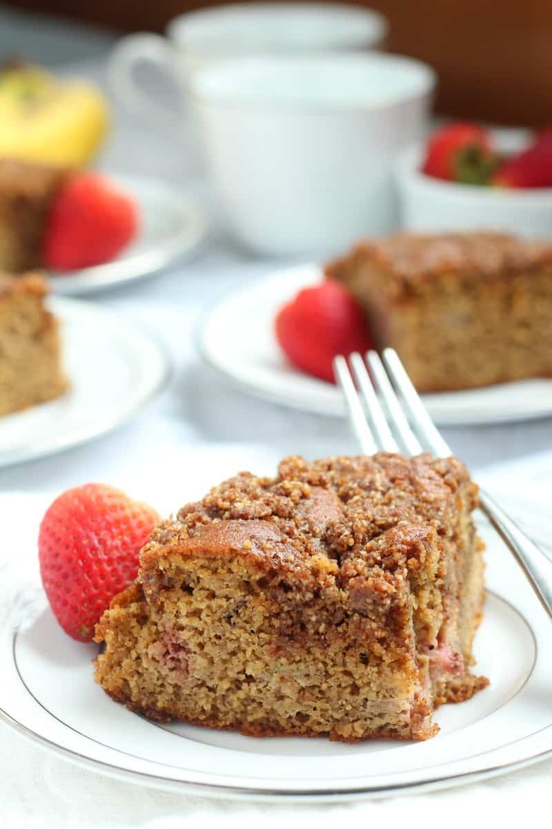 strawberry banana paleo coffee cake with cinnamon crumb topping