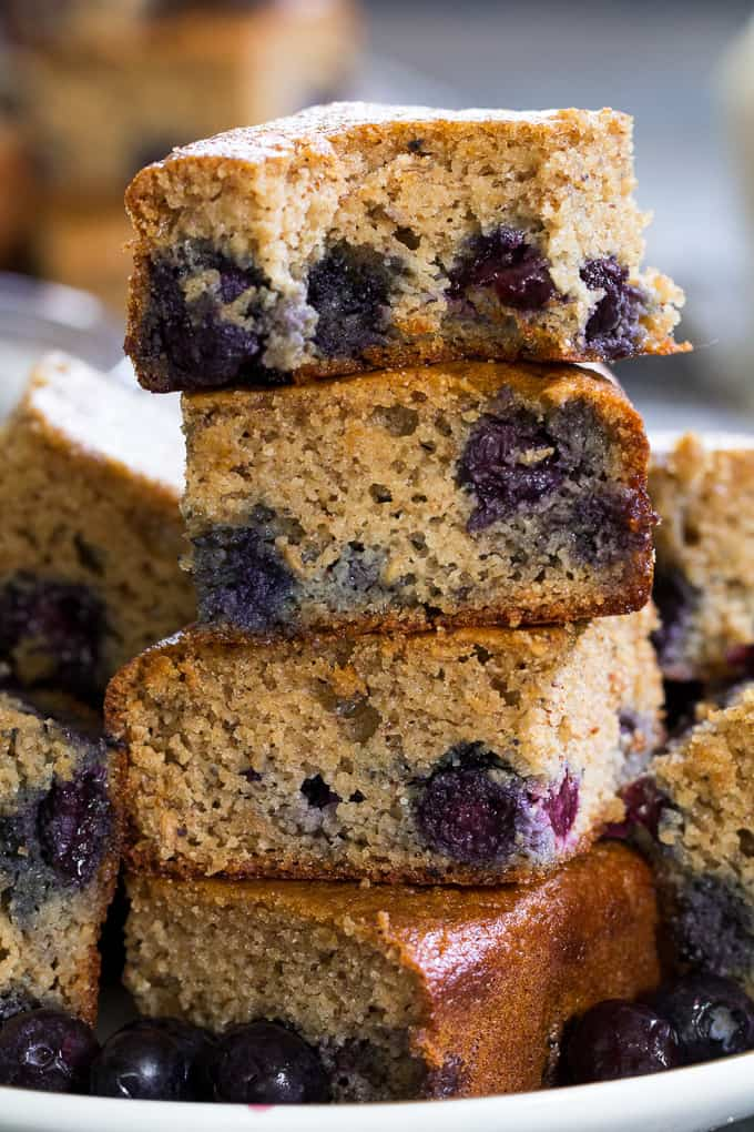 These tender, moist and sweet paleo blueberry muffin breakfast bars ...