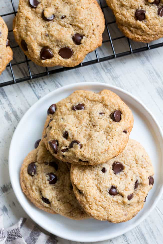 Best Chewy Chocolate Chip Cookies {Paleo + Vegan} |